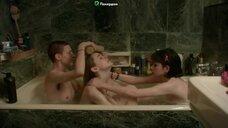 Ева Колле в ванне с девчонками