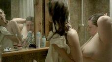 Голые Сильви Лаша и Адель Энель в ванной