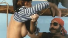 2. Полностью голая Моник Габриэль удовлетворяет пирата – Чёрная Венера