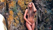 6. Фотосессия Марии Горбань на берегу Черного моря для журнала MAXIM