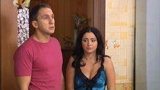 Полуголая Любовь Тихомирова бегает по квартире