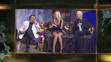 Дана Борисова засветила трусики в телепередаче «В чёрной-чёрной комнате»