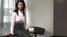 Соски Екатерины Стриженовой просматриваются сквозь блузку