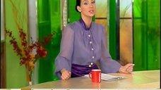 2. Екатерина Стриженова в прозрачной блузке в телепередаче «Доброе утро»