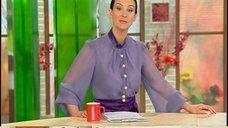 4. Екатерина Стриженова в прозрачной блузке в телепередаче «Доброе утро»
