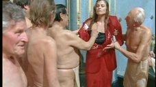 1. Екатерину Стриженову и Элизабет Шофилд намочили и сорвали одежду – Купание принцев