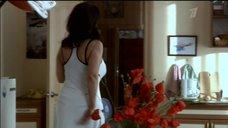 2. Екатерина Стриженова в белом платье с глубоким вырезом – Побег