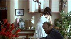 4. Екатерина Стриженова в белом платье с глубоким вырезом – Побег