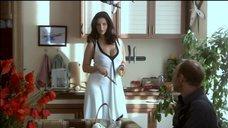 5. Екатерина Стриженова в белом платье с глубоким вырезом – Побег