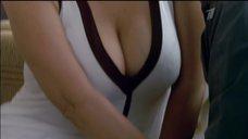 Екатерина Стриженова в белом платье с глубоким вырезом