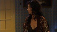 Екатерина Стриженова в черной ночнушке