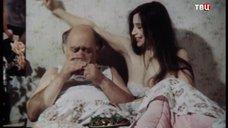 6. Екатерина Стриженова кушает в постели – Американский дедушка