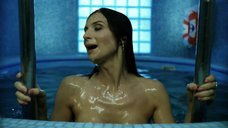 1. Екатерина Стриженова плавает топлес в бассейне – От 180 и выше
