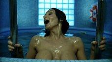 2. Екатерина Стриженова плавает топлес в бассейне – От 180 и выше