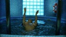 5. Екатерина Стриженова плавает топлес в бассейне – От 180 и выше