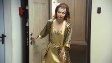 Эмилия Спивак в халате без лифчика
