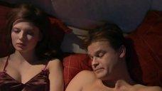 Эмилия Спивак курит в постели