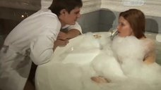 1. Эмилия Спивак в пенной ванне – Часы любви