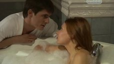 3. Эмилия Спивак в пенной ванне – Часы любви