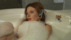 6. Эмилия Спивак в пенной ванне – Часы любви