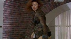 Эмилия Спивак убегает после ночи секса