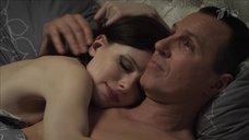 Нежная сцена в постели с Эмилией Спивак
