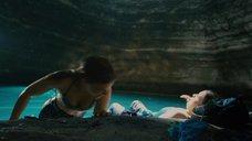 2. Кейт Мара и Эмбер Тэмблин купаются – 127 часов