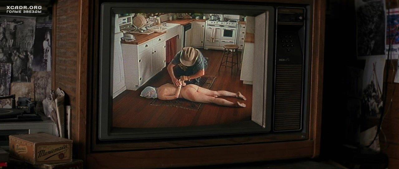 Обнаженная И Связанная Лора Линни Лежит На Полу – Жизнь Дэвида Гейла (2003)