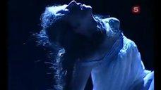 2. Фрагменты спектакля «Ромео и Джульетта» с Лизой Арзамасовой