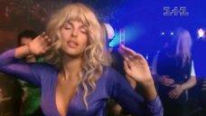 Мария Семкина танцует без лифчика