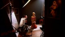 8. Янина Студилина позирует в нижнем белье перед фотографом – Город соблазнов