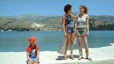 Чулпан Хаматова и Анна Арланова на берегу Греции
