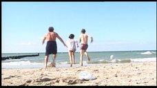 1. Фрагменты развлечения Чулпан Хаматовой на побережье – Виктор Фогель – Король рекламы