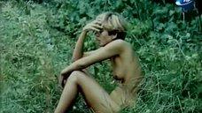 Голая Надежда Курилко бегает по лесу