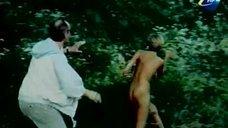 2. Голая Надежда Курилко бегает по лесу – Остров любви