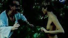 4. Голая Надежда Курилко бегает по лесу – Остров любви