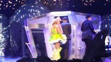 10. Леди Гага разделась догола прямо на сцене