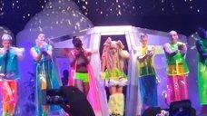 11. Леди Гага разделась догола прямо на сцене