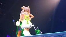 12. Леди Гага разделась догола прямо на сцене