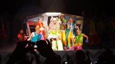 13. Леди Гага разделась догола прямо на сцене