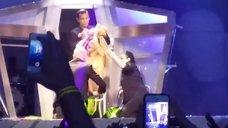5. Леди Гага разделась догола прямо на сцене