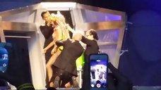 8. Леди Гага разделась догола прямо на сцене