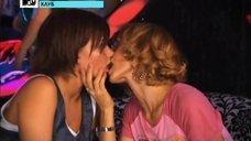 Лесбийский поцелуй Евгении Волковой с Анастасией Задорожной