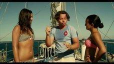 Девушки в купальниках на корабле