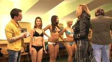 Светлана Иванова позирует с моделями