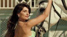 6. Катерина Мурино на коне – Казино Рояль