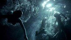 Ночное купание Евы Грин, Джуно Темпл и Марии Вальверде