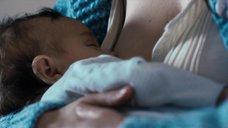 3. Ева Грин кормит грудью ребёнка – Чрево