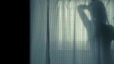 1. Аманда Сайфред в душевой – Игра на выживание
