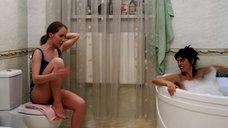 Сабина Ахмедова и Галина Боб в ванной